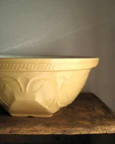 TG Green English Gripstand Mixing Bowl - 1930's