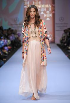 50 Ideas For Style Vestimentaire Hippie Chic Kimono Fashion, Modest Fashion, Boho Fashion, Fashion Outfits, Look Boho, Bohemian Style, Mexico Fashion, Pinterest Fashion, Indian Designer Wear