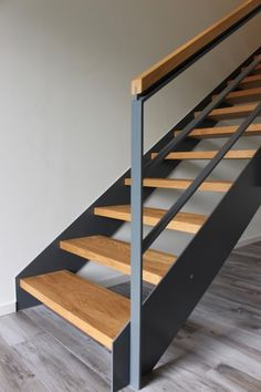 Wooden Staircase Design, Rustic Staircase, Staircase Handrail, Interior Staircase, Home Stairs Design, Wooden Staircases, Railing Design, Home Design Decor, Stair Railing