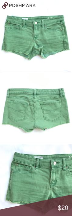 Gap Shorts Summer Cut Offs Maddie Rose Leaf 26 / 2 Gap Summer Cut-Offs Maddie Shorts in Rose Leaf Green Summer 2012 Size: 26 / 2  Measures Waist: 15 inches Rise: 8 inches Inseam: 2 1/2  inches  Material 70% cotton, 29% polyester, 1% spandex GAP Shorts Jean Shorts