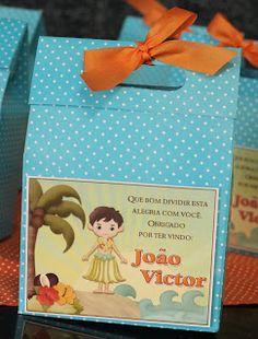 Fizemos uma festa bem alegre para os gêmeos Ana Vitória e João Victor comemorem seus9 anos.      O tema foi Hawai, usamos as cores verd...