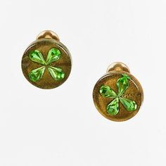 Chanel Cruise 2001 Green & Metallic Gold Resin & Crystal Clover Clip... (1.365 DKK) ❤ liked on Polyvore featuring jewelry, earrings, crystal stud earrings, green stud earrings, clip earrings, four leaf clover earrings and clover stud earrings