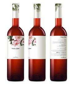 Coca i Fitó rosat. Wine Design, Label Design, Package Design, Graphic Design, Just Wine, Juice Branding, Beverage Packaging, Packaging Ideas, Drink Labels