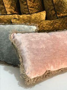 Le velours lavé Tsar rose poudré et vert céladon Contemporary Cushions, Diy And Crafts, Decor Ideas, Throw Pillows, Decorations, Bedroom, Colors, Interior, Fabric
