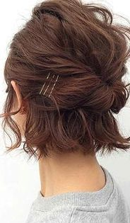 Twisted Half-Up ★ Short hairstyles for women have caused a lot of stir in Want to know what they are? You can find all of them in our exclusive photo gallery, which includes a layered bob, a messy pixie cut, cute Dutch braids and many more. Easy Updo Hairstyles, Bob Hairstyles For Fine Hair, Short Hair Updo, Short Hairstyles For Women, Latest Hairstyles, Hairstyle Ideas, Short Hair Ponytail, Medium Hairstyle, Black Hairstyle
