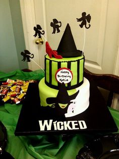 wicked birthday cake except it ill say happy birthday wicked or happy halloween