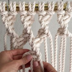How to Tie Twisted Buddhist Treasure Mesh // This video shows you how to tie Twisted Buddhist Treasure Mesh; which is easy to do and it… How To Do Macrame, Macrame Art, Macrame Projects, Macrame Jewelry, Macrame Curtain, Macrame Plant Hangers, Paracord, Clove Hitch Knot, Passementerie