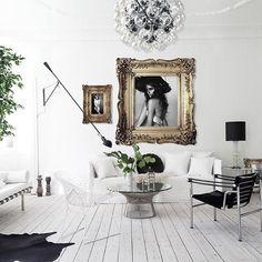 by @annikavonholdt #inredning #interiordesign #interior #living #livingroomdecor #livingroominspo #flos #diamondchair #homeinspo #home #homedecor #homestyling #decor #design #vardagsrum #vardagsrum #golden #art #love