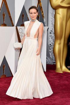 Olivia-wild-off-white-dress-valentino-pleated-oscar-2016-celebs-vesridos-tapete-vermelho