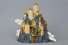 Isaac Snyder is an excellent LEGO microscale builder. Come take a look at how perfectly this Greek-inspired castle fits into the mountainside! Legos, Chateau Lego, Modele Lego, Micro Lego, Lego Army, Lego Craft, Lego Blocks, Lego Castle, Lego Room