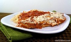 Slow Cooker Chicken Parmesan - SO easy to make and just 299 calories or 6 Weight Watchers SmartPoints per serving! www.emilybites.com
