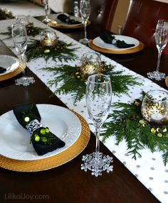 Christmas Home Decked Out Dining Room - easy bowtie napkins and other simple DIY ideas to make your dining room festive. Christmas Table Settings, Christmas Tablescapes, Christmas Table Decorations, Decoration Table, Holiday Decor, Holiday Dinner, All Things Christmas, Christmas Home, Christmas Holidays