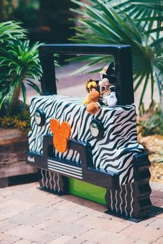 Safari Jeep Photo Op from a Safari Birthday Party via Kara's Party Ideas | KarasPartyIdeas.com (20)