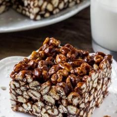 Puffed wheat squares are a classic, easy treat that always reminds me of childhood. They're chewy, gooey, full of chocolate, and you can whip up a batch of these no bake treats in no time. Easy No Bake Cookies, Easy No Bake Desserts, Desserts For A Crowd, Healthy Cookies, Dessert Recipes, Healthy Snacks, Puffed Wheat Cake, Puffed Wheat Squares, Cereal Treats