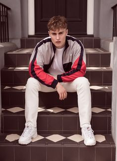 Breakthrough British musician Sam Fender talks fame, festivals and mental health in an interview with FashionBeans. Morning Coat, Leather Fashion, Mens Fashion, Side Stripe Trousers, Emma Willis, Christopher Bailey, Sneakers Looks, Three Piece Suit, All Black Everything