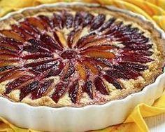 Tarte aux prunes à l'amande http://www.cuisineaz.com/recettes/tarte-aux-prunes-a-l-amande-82387.aspx