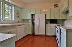 Delicious minty kitchen of Akron Tudor