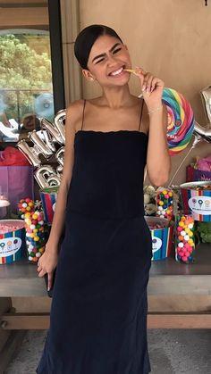 PINTEREST♕: @Pink23X Zendaya Coleman, Zendaya Outfits, Zendaya Style, Style Outfits, Cute Outfits, Estilo Zendaya, Pretty People, Beautiful People, Divas