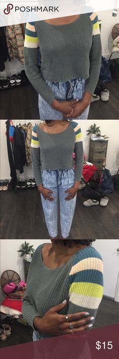 UO Multicolor Cropped sweater Slightly off the shoulder BDG Sweaters Crew & Scoop Necks