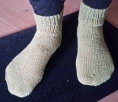 Knitted Socks Free Pattern, Baby Knitting Patterns, Knitting Socks, Knitted Fabric, Crochet Patterns, Drops Paris, Super Bulky Yarn, Cool Sunglasses, Slipper Socks
