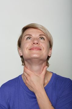 10 Efectivos ejercicios para los músculos de la cara que reemplazarán la visita al cirujano plástico Under Eye Hollows, Muscles Of The Neck, Nasal Septum, Double Menton, Nasolabial Folds, Face Exercises, Facial Muscles, Muscle Tension, Head & Shoulders