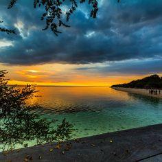Sometimes good things happen in goodbyes.. #sunset #beach #instanusantara #indonesia_photography #special_shots #sengajaphoto #backpacker_photography  #ig_indonesia_  #gf_indonesia #instagallery_ina  #supersunset #cool_sunshotz #phototag_it #allshots_  #hot_shotz  #sunset_madness  #insta_crew #ic_landscapes #fotonesia #tgif_sunset #gilitrawangan