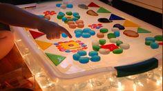 EL AULA DE LOS SOLES, UN AULA LIBRE DE FICHAS Y LIBROS DE TEXTO PARA NIÑOS CON TEA: MESAS DE LUZ QUE NOS SIRVIERON DE INSPIRACIÓN Light Table, Birthday Candles, Homemade, Shape, Lightbox, Kids Learning, Mesas De Luz, Textbook, Note Cards