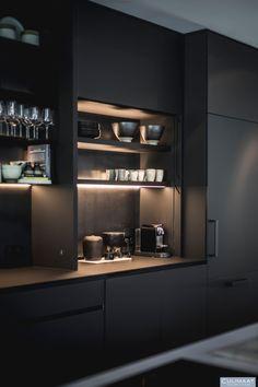Exclusieve keuken in Bosch en duin - Culimaat – High End Kitchens highendkitchens Kitchen Room Design, Luxury Kitchen Design, Kitchen Cabinet Design, Home Decor Kitchen, Interior Design Kitchen, Kitchen Furniture, Kitchen Colors, Interior Decorating, Modern Kitchen Interiors
