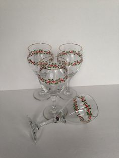 Christmas holiday water wine glasses, vintage Libbey glassware drinkware barware, set of 4 water goblets, Christmas in July sale - pinned by pin4etsy.com