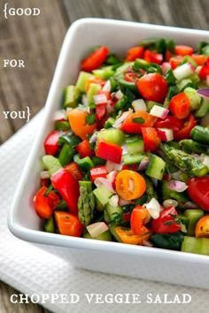 It's so easy to eat healthy all week long with this easy recipe for a delicious & healthy salad! Pair it with soup for a well-balanced and healthy dinner.