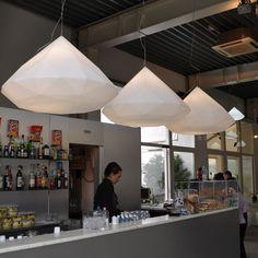 Un superbe joyau illuminera tout en douceur votre intérieur. Un objet signé Slide Design.