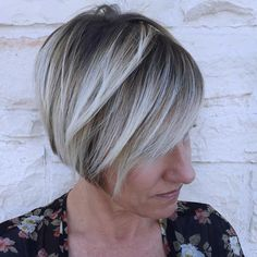 Jaw Length Bob With Blonde Highlights 2018 Haircuts, Sassy Haircuts, Popular Haircuts, Elegant Hairstyles, Cool Hairstyles, Gorgeous Hairstyles, Medium Hair Styles, Short Hair Styles, Hot Hair Colors