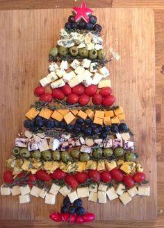 Cheddar Cheese Christmas Tree Recipe - Holiday Appetizers, Hors d . Christmas Cheese, Christmas Party Food, Xmas Food, Christmas Cooking, Christmas Goodies, Christmas Fun, Creative Christmas Food, Italian Christmas Dinner, Fruit Christmas Tree