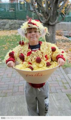 Make your Halloween special with DIY Costumes. Listed below are the best and Cute DIY Halloween Costumes for Kids ideas for 2019 for your inspiration. Halloween Costumes To Make, Looks Halloween, Fete Halloween, Creative Halloween Costumes, Halloween Kids, Diy Costumes, Costume Ideas, Funny Halloween, Funny Homemade Costumes