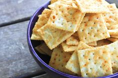 Use this Amish recipe to turn boring old saltines into Seasoned Snack Crackers that taste like giant Goldfish/Cheez-Its ~and a GIVEAWAY for #MakeAheadMondays