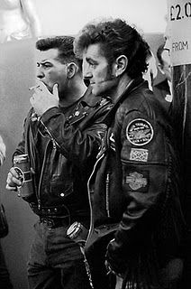 The mods and rockers were two conflicting British youth subcultures of the early to mid Media coverage of mods and rockers fighting i. Pin Up, Youth Subcultures, Look Fashion, Mens Fashion, Biker Fashion, 1960s Fashion, Teddy Boys, Biker Leather, Leather Jackets