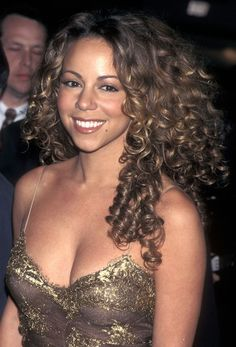 Photos of Unforgettable Mariah Carey Looks Through The Years 1998 Natural Wavy Hair, Natural Hair Styles, Marey Carey, Summer Hairstyles, Cool Hairstyles, Curly Hair Celebrities, Mariah Carey 90s, Celebrity Costumes, Celebrity Moms