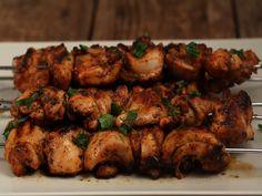 Retete turcesti Chicken Thighs, Chicken Wings, Pepper Paste, Tandoori Chicken, Chicken Kebab, Shish Kebab, Oriental Food, Gluten Free Chicken, Skewers
