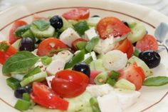 A classic salad with all the mediterranean ingredients like olives, feta and capsicum with splash of balsamic vinegar. Great for a side salad or BBQ's. Strawberry Avocado Salad, Cucumber Tomato Salad, Avocado Salat, Healthy Snacks For Kids, Healthy Eating, Mediterranean Salad Recipe, Greek Orzo Salad, Pasta Salad, Classic Salad
