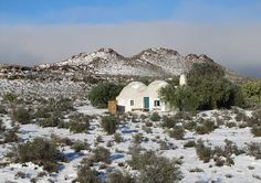 Osfontein Antieke Klip Guesthouses And Treehouse in Canarvon covered in snow.