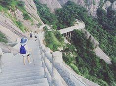 Instagram의 바케지님: #중국 #황산 #中国 #黄山 산 전체가 돌계단이야... 아니 예쁘긴 예쁜데...