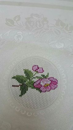 This Pin was discovered by arz Cross Stitch Cards, Cross Stitch Flowers, Cross Stitching, Cross Stitch Embroidery, Hand Embroidery, Cross Stitch Designs, Cross Stitch Patterns, Crochet Cross, Bargello