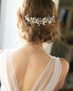 FREE SHIPPING over $150! (US Ground Only) Bridal hair comb in the Concetta Collection. Concetta radiates efflorescent beauty and is hand-crafted with fine botanical elements. *Hand-crafted with Genuine Swarovski Crystals, rhinestones, metal plated leaves *Measures 5 inches by