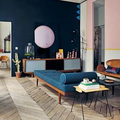 That floor...that daybed...those colors.