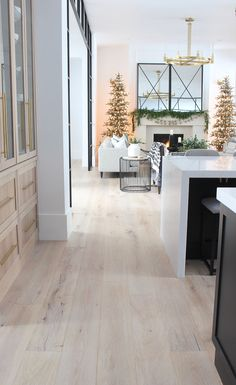 Winter Wonderland Christmas Home Tour: Living Room and Family Room - The House of Silver Lining - Christmas Decor Ideas Winter Wonderland Christmas, Christmas Home, Christmas Decor, Xmas, Beautiful Houses Interior, Beautiful Homes, Home Design, Decorating Small Spaces, Home Interior