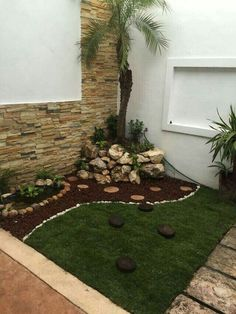 Have you thought about revamping your front yard but don't want to break the bank? There are so many great ideas out there that don't cost much money at all! so much can be done with a little ingenuity and inventiveness Front Garden Landscape, Small Front Yard Landscaping, Home Landscaping, Landscaping Design, Home Garden Design, Small Garden Design, Interior Garden, Low Maintenance Backyard, Small Balcony Garden