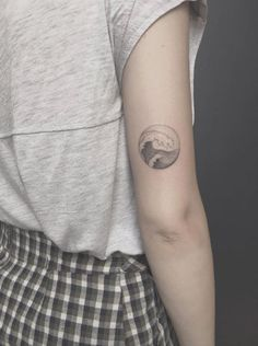 Back arm wave by Fillipe Pacheco Circle Tattoo Design, Circular Tattoo Designs, Circle Tattoos, Small Tattoo Designs, Leg Tattoos Small, Foot Tattoos, Body Art Tattoos, Sleeve Tattoos, Tatoos
