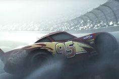 Disney Pixar reveló las primeras imágenes de 'Cars 3', la tercera película sobre los autos de carreras, que se estrena el 16 de junio de 2017.