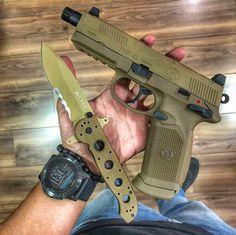Pistola FNX-45 cor FDE (Flat Dark Earth) calibre .45 auto, capacidade 15+1, peso 940g