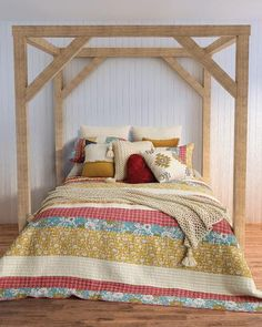 Inclus: Cache oreiller Matériel:100% coton Grandeurs: Simple 68 x 88'' 1 taie 21 x 28''... Blue Bedroom, Bedroom Bed, Master Bedroom, Bedrooms, Colorful Quilts, King Size Pillow Shams, Aesthetic Rooms, New Beds, Home Decor Kitchen